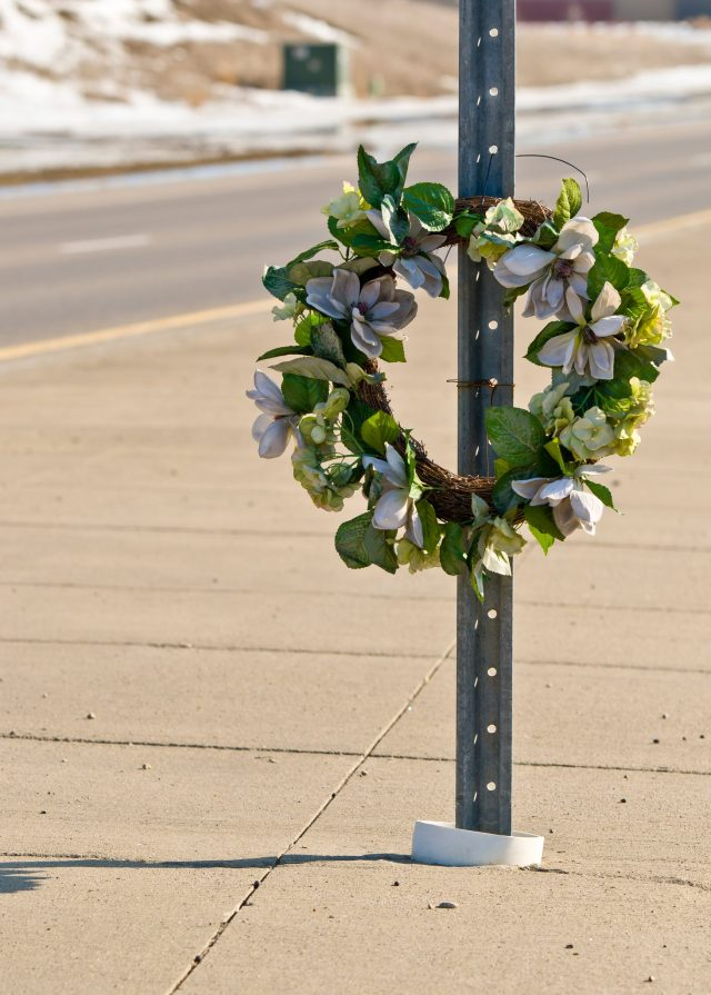 dreamstime_m_30624713 road wreath